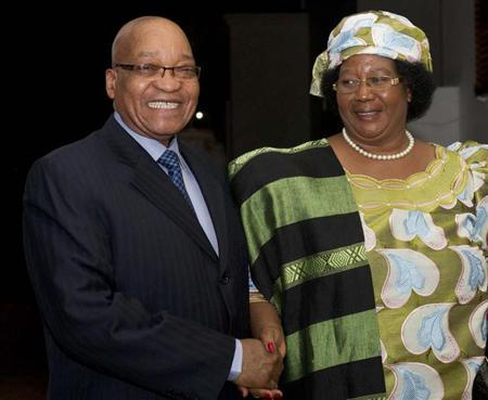 South Africa's President Jacob Zuma (L) smiles as he welcomes Malawi President Joyce Banda during a courtesy visit in Pretoria, July 31, 2012. REUTERS/Ntswe Mokoena/Government Communications and Information Systems (GCIS)/Handout