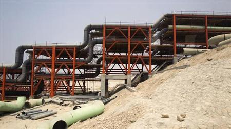 A view of the gas field development section of South Pars Special Economic Energy Zone in Asalouyeh, Seaport, 900 km (560 miles) southwest of Tehran July 19, 2010. REUTERS/Raheb Homavandi/Files