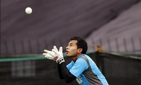Bangladesh's captain Mushfiqur Rahim catches a ball during a practice session in Pallekele September 24, 2012. REUTERS/Dinuka Liyanawatte/Files