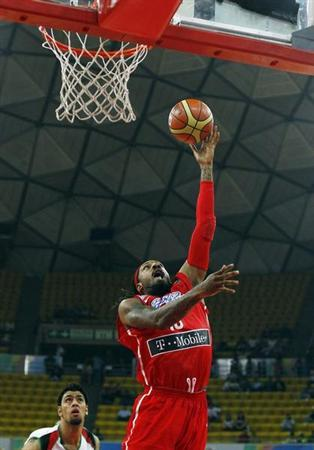 Puerto Rico's Renaldo Balkman goes for a basket against Jordan's Khaldoon Abu Ruqayah during their 2012 FIBA Olympic Qualifying Tournament in Caracas July 3, 2012. REUTERS/Carlos Garcia Rawlins