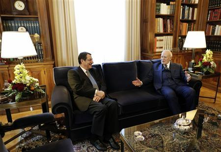 Greece's President Karolos Papoulias (R) talks with his Cyprus counterpart Nicos Anastasiades during their meeting in Athens March 11, 2013. REUTERS/John Kolesidis (GREECE - Tags: POLITICS)
