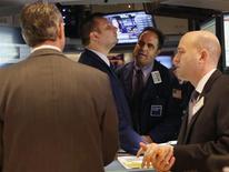 Le Standard & Poor's 500 a atteint lundi un nouveau plus haut depuis octobre 2007 alors que Wall Street repasse dans le vert après une ouverture en repli. L'indice de référence des gérants américains progresse de 1,97 point ou 0,13% à 1.553,15 vers 16h20 GMT. /Photo prise le 11 mars 2013/REUTERS/Brendan McDermid