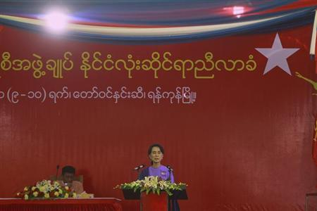 Myanmar's pro-democracy leader Aung San Suu Kyi delivers her speech at the National League for Democracy party's (NLD) congress in Yangon March 10, 2013. REUTERS/Soe Zeya Tun