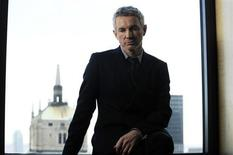 Oscar-nominated director Baz Luhrmann poses for a portrait in New York, November 11, 2008. REUTERS/Keith Bedford