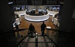 Les Bourses européennes évoluent sans réelle tendance à mi-séance mardi. Vers 13h30, le CAC 40 gagne 0,1% à Paris, le Dax recule de 0,05% à Francfort et le FTSE prend 0,07% à Londres. /Photo d'archives/REUTERS/Lisi Niesner