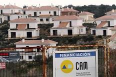Chalets inachevés aux Baléares financés par la caisse d'épargne en difficulté CAM. La structure de défaisance créée pour assainir le système bancaire espagnol après la crise immobilière veut céder 1,5 milliard d'euros d'actifs à risque cette année. /Photo prise le 1er décembre 2012/REUTERS/Enrique Calvo