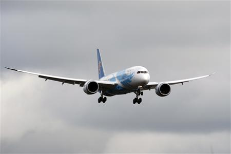 A Boeing 787 lands in Everett, Washington travelling with crew only from Fort Worth, Texas in this February 7, 2013 file photo. REUTERS/Kevin P. Casey/Files