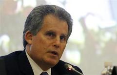 Дэвид Липтон, первый заместитель директора-распорядителя Международного валютного фонда, выступает на пресс-конференции в Тунисе, 14 ноября 2012 года. Мировая экономическая обстановка остается вялой, несмотря на ралли финансовых рынков, и регуляторы должны действовать, чтобы справиться с базовыми рисками, включая проблему пострадавших банков, сказал Дэвид Липтон, первый заместитель директора-распорядителя Международного валютного фонда. REUTERS/Anis Mili