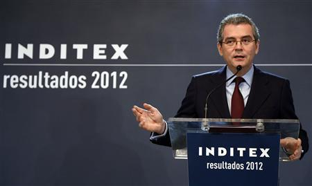 Inditex's Chairman and Chief Executive Officer Pablo Isla gestures during a news conference to present the company's results in Madrid March 13, 2013. REUTERS/Sergio Perez