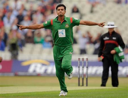 Bangladesh's Mashrafe Mortaza celebrates after dismissing England's Craig Kieswetter for 0 in the third one-day international match at Edgbaston cricket ground in Birmingham July 12, 2010. REUTERS/Philip Brown