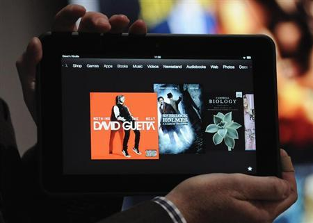 3月13日、米オンライン小売り大手アマゾン・ドット・コムは、8.9インチの大型タブレット端末「キンドル・ファイアHD8.9」を値下げすると発表した。昨年9月撮影(2013年 ロイター/Gus Ruelas)