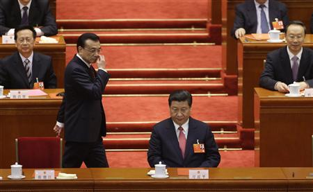 China's Vice-Premier Li Keqiang (2nd L) walks past China's newly-elected President Xi Jinping after voting during the fourth plenary meeting of National People's Congress (NPC) at the Great Hall of the People in Beijing, March 14, 2013. REUTERS/Jason Lee