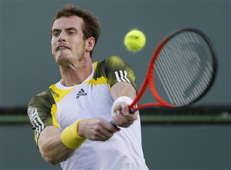 Andy Murray of Britain returns a shot against Carlos Berlocq of Argentina during their match at the BNP Paribas Open ATP tennis tournament in Indian Wells, California, March 13, 2013. REUTERS/Danny Moloshok