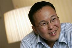 Malaysian writer Tan Twan Eng smiles during an interview in Hong Kong March 5, 2008. REUTERS/Bobby Yip