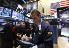 Wall Street a ouvert en hausse jeudi, le Dow Jones s'orientant vers une dixième séance de gains d'affilée, portée par une statistique hebdomadaire tendant à confirmer l'accélération de la reprise du marché de l'emploi aux Etats-Unis. L'indice Dow Jones gagne 0,25%, à 14.491,28 points dans les premiers échanges. Le Standard & Poor's 500, plus large, progresse de 0,3% et le Nasdaq Composite prend 0,3%. /Photo prise le 13 mars 2013/REUTERS/Brendan McDermid