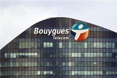 Bouygues Telecom a reçu jeudi l'autorisation du régulateur des télécoms de lancer le très haut débit mobile (4G), à compter du 1er octobre 2013, à partir de la bande de fréquence de 1.800 MHz que le groupe utilise actuellement pour la 2G. /Photo prise le 29 août 2012/REUTERS/Charles Platiau