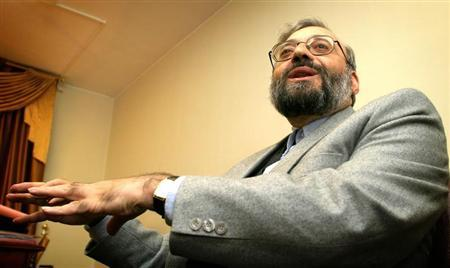 Mohammad Javad Larijani talks to Reuters during a private interview in Tehran. Picture taken on January 20, 2004. REUTERS/Morteza Nikoubazl