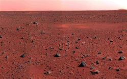 Imagen de archivo de Marte registrado por la sonda Mars Rover de la NASA, ene 10 2004. Europa y Rusia firmaron un acuerdo el jueves para llevar a cabo una misión conjunta a Marte destinada a obtener muestras del terreno del planeta rojo, a fin de responder finalmente a la pregunta sobre si existe vida más allá de la Tierra. EDITORIAL USE ONLY