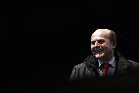 Italy's Democratic Party (PD) leader Pier Luigi Bersani arrives at his political rally in downtown Naples February 21, 2013. REUTERS/Alessandro Bianchi