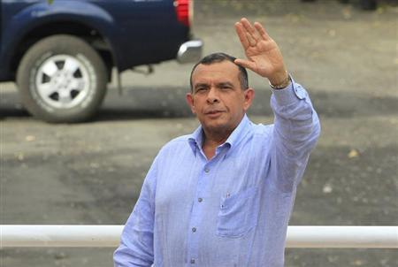 Hondura's President Porfirio Lobo waves during his arrival to the Central American Integration System (SICA) summit in Managua December 13,2012.REUTERS/Oswaldo Rivas