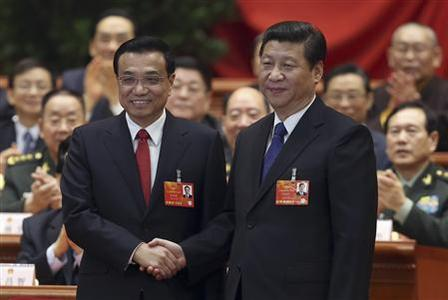 China's President Xi Jinping shakes hands with China's newly elected Premier Li Keqiang (L) as other delegates clap during the fifth plenary meeting of the first session of the 12th National People's Congress (NPC) in Beijing March 15, 2013. REUTERS/China Daily