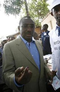 Sidya Toure, leader of the Union des Forces Republicaines (UFR), votes in Conakry June 27, 2010. REUTERS/Luc Gnago