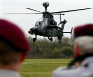 Hélicoptère UH-Tigre d'EADS. Le ministère allemand de la Défense a diminué d'un tiers sa commande d'hélicoptères militaires et de transport à EADS, faisant ainsi passer notamment de 80 à 57 celle d'hélicoptères militaires Tigre. /Photo d'archives/REUTERS/Michael Dalder