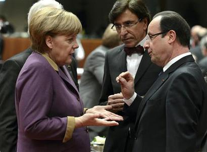 Germany's Chancellor Angela Merkel (L), France's President Francois Hollande (R) and Belgium's Prime Minister Elio Di Rupo speak at a European Union (EU) leaders summit in Brussels March 15, 2013. REUTERS/Laurent Dubrule