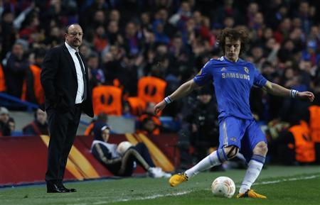 Chelsea's manager Rafael Benitez watches David Luiz during their Europa League soccer match against Steaua Bucharest at Stamford Bridge in London March 14, 2013. REUTERS/Suzanne Plunkett