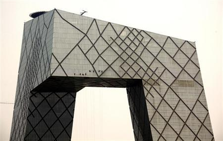 Cleaners abseil down the side of the China Central Television (CCTV) building in central Beijing June 1, 2012. REUTERS/David Gray/Files