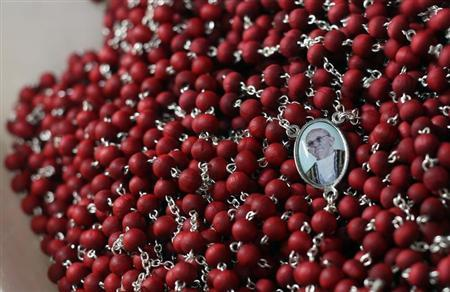 Rosary beads featuring newly-printed images of the newly-elected Pope Francis, Cardinal Jorge Mario Bergoglio of Argentina are displayed in a tourist shop near the Vatican in Rome March 15, 2013. REUTERS/Alessandro Bianchi