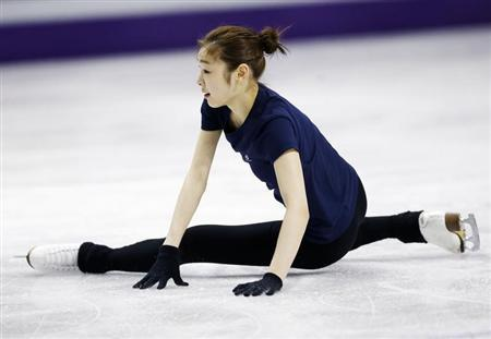 Kim Yuna of South Korea falls during a practice session at the ISU World Figure Skating Championships in London, Ontario, March 12, 2013. REUTERS/Mark Blinch