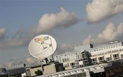 Le géant allemand des médias et de l'édition Bertelsmann devrait lancer début avril le placement d'une partie de ses actions RTL Group, selon deux sources proches du dossier. /Photo prise le 12 novembre 2012/REUTERS/Wolfgang Rattay