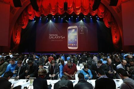 Event goers experience Samsung Electronics Co's latest Galaxy S4 phone after its launch at the Radio City Music Hall in New York March 14, 2013. REUTERS/Adrees Latif