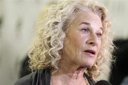 Singer and songwriter Carole King is interviewed on the arrivals line at ''A Celebration of Carole King And Her Music'' concert to benefit Paul Newman's The Painted Turtle Camp in Hollywood December 4, 2012. REUTERS/Fred Prouser