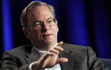 Google CEO Eric Schmidt gestures during the Web 2.0 Summit in San Francisco, California November 15, 2010. REUTERS/Robert Galbraith