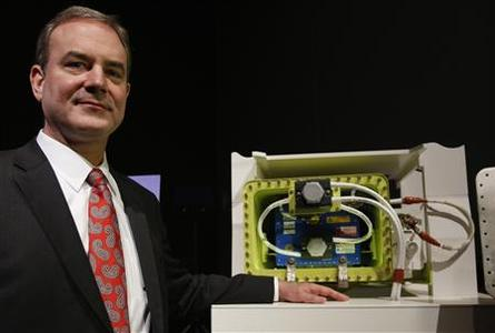 Boeing vice president and 787 Dreamliner chief production engineer Mike Sinnett poses with model of Boeing's 787 Battery Design Improvements after a news conference in Tokyo March 15, 2013. REUTERS/Toru Hanai