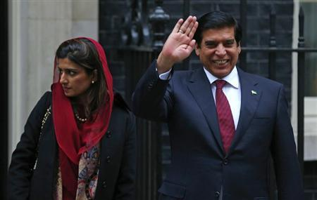 Pakistan's Prime Minister Raja Pervez Ashraf (R), waves as he leaves with Foreign Minister Hina Rabbani Khar, after their meeting with Britain's Prime Minister David Cameron at Number 10 Downing Street in London February 12, 2013. REUTERS/Andrew Winning