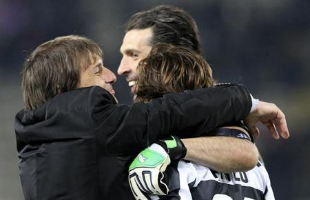 Juventus coach Antonio Conte (L), goalkeeper Gianluigi Buffon (C) and Andrea Pirlo celebrate at the end of their Italian Serie A soccer match against Bologna at Renato Dall'Ara stadium in Bologna March 16, 2013. REUTERS/Giorgio Benvenuti