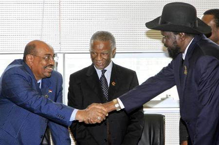 Sudan's President Omar Hassan al-Bashir (L) shakes hands with South Sudan's President Salva Kiir as African Union mediator and former South African leader Thabo Mbeki looks on during a meeting on the situation between Sudan and South Sudan, in the Ethiopian capital Addis Ababa January 25, 2013. Reuters/Stringer