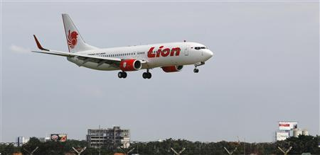 A Lion aircraft prepares to land at the Sukarno-Hatta airport in Tangerang on the outskirts of Jakarta in this January 30, 2013 file photo. REUTERS/Enny Nuraheni/Files