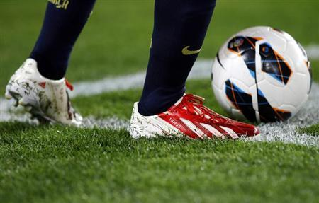The detail of Barcelona's Lionel Messi's boots is seen, with the name of his son Thiago stitched on it, before he takes a corner against Rayo Vallecano during their Spanish first division soccer match at Nou Camp stadium in Barcelona March 17, 2013. REUTERS/Gustau Nacarino