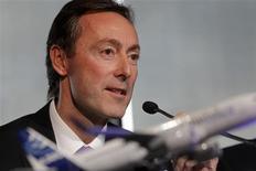 """Le PDG d'Airbus, Fabrice Brégier, sera reçu lundi à 11h par François Hollande à l'Elysée """"à l'occasion d'un accord industriel majeur"""". Selon des sources proches du dossier, la compagnie indonésienne à bas coût Lion Air s'apprête à passer à Airbus une commande record de 20 milliards de dollars (15,5 milliards d'euros) au prix catalogue. /Photo prise le 17 janvier 2013/REUTERS/Jean-Philippe Arles"""