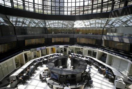 Mexico's stock exchange employees work at their desks in Mexico City April 5, 2010. REUTERS/Henry Romero