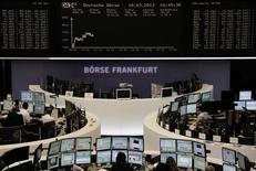 Les Bourses européennes baissent à la mi-séance, sous le coup du projet de taxation des dépôts bancaires chypriotes. À Paris, le CAC 40 recule de 1,41% à 3.789,85 points vers 11h30 GMT. À Francfort, le Dax cède 1,04% et, à Londres, le FTSE 0,81%. /Photo prise le 18 mars 2013/REUTERS/Remote/Janine Eggert