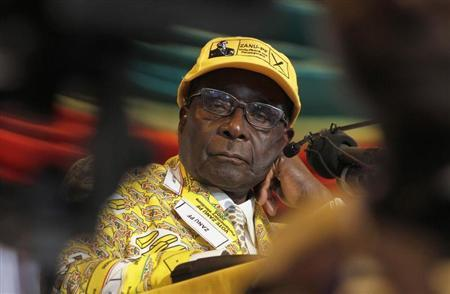 Zimbabwe's President Robert Mugabe looks on during the annual conference of his ZANU-PF party in Gweru about 285 km (177 miles) west of the capital Harare, December 7, 2012. REUTERS/Philimon Bulawayo