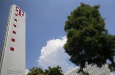Le troisième opérateur télécoms européen Deutsche Telekom s'apprête à mandater Goldman Sachs pour la cession de sa filiale Scout24 d'annonces classées en ligne, selon deux sources au fait du dossier. /Photo prise le 24 mai 2012/REUTERS/Wolfgang Rattay