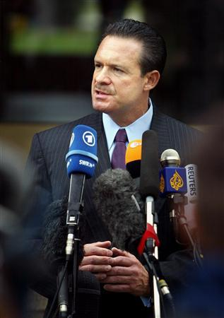 Paul W. Bergrin, attorney of Specialist Davis gives statement during the second day of an Abu Graibh pre-trial hearing at the U.S. Army Taylor barracks in Mannheim August 24, 2004. REUTERS/Alex Grimm REUTERS