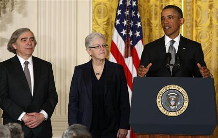 U.S. President Barack Obama stands next to two new nominees for senior positions in his Administration while in the East Room of the White House in Washington, March 4, 2013. Nuclear physicist Ernest Moniz (L) will become the Secretary of the Department of Energy, and air quality expert Gina McCarthy will lead the Environmental Protection Agency. REUTERS/Larry Downing (UNITED STATES - Tags: POLITICS) - RTR3EKHG