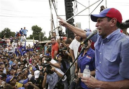 Venezuela's opposition leader and presidential candidate Henrique Capriles (R) speaks to supporters during a rally in Maracaibo March 17, 2013. REUTERS/Isaac Urrutia